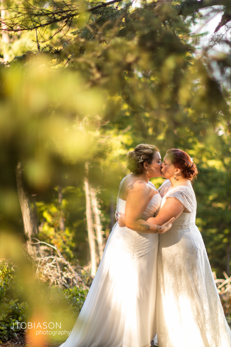 brides kiss orcas island wedding photo