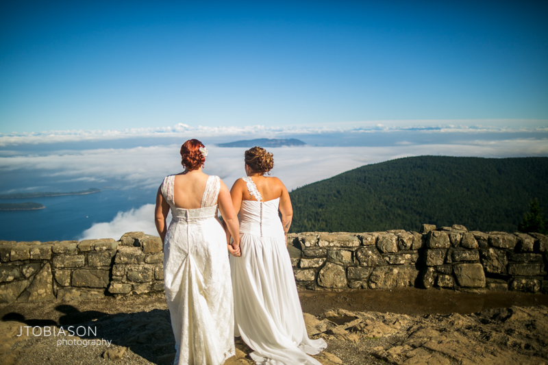 brides with mt constitution photo