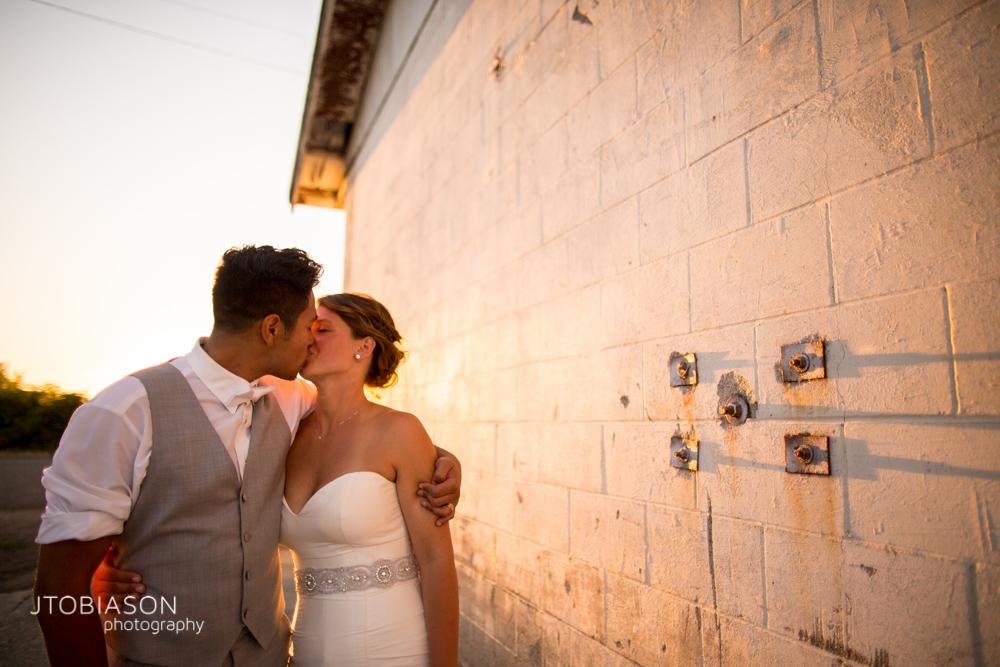 Couple kisses in the sunset at Dariyland Wedding photo