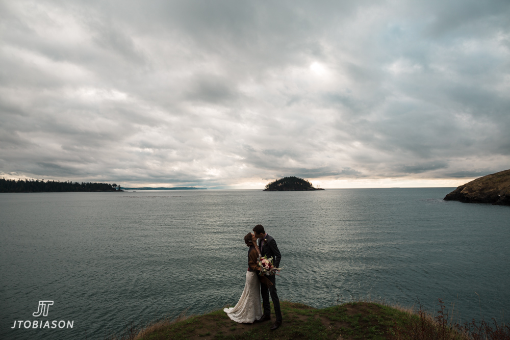 bride and groom kiss deception pass state park wedding
