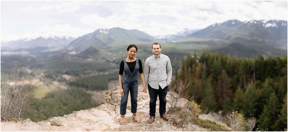panorama of couple on rattlesnake ledge