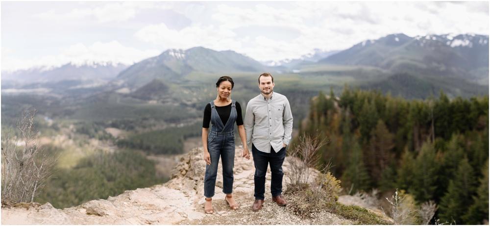 panorama of couple on rattlesnake ledge