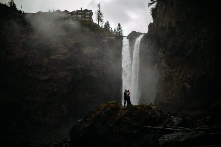 Rainy Snoqualmie Falls Wedding | Dan & Jess