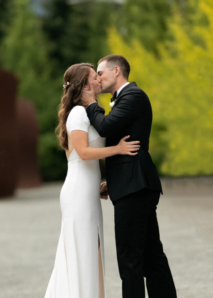 first kiss at olympic sculpture park wedding